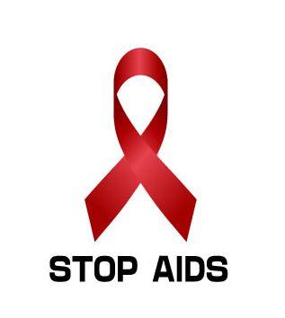 チャーリーシーンが現在は過去の悪行を表面上は悔恨か HIV感染者であることと同時に女性に感染させた疑いも